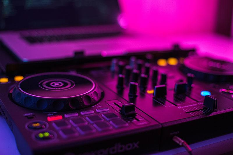 which is the best DJ controller